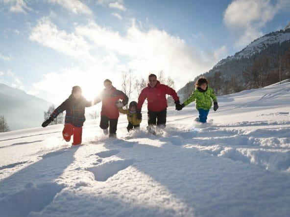 aussois-hiver-famille-neige-soleil-a-pernet-1920x1277