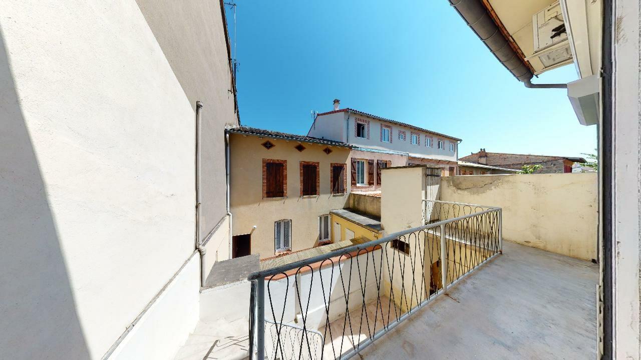 Moderne-Ancien-T2-Balcon-et-Cabanon-a-Patte-dOie-Urbanhouse360
